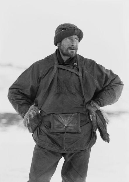edward wilson - Scott's Antarctic polar expedition - naturalista y pintor, actuaba también como médico. Participo en el viaje al cabo Crozier, y murió en el viaje de vuelta , tras haber llegado al Polo sur