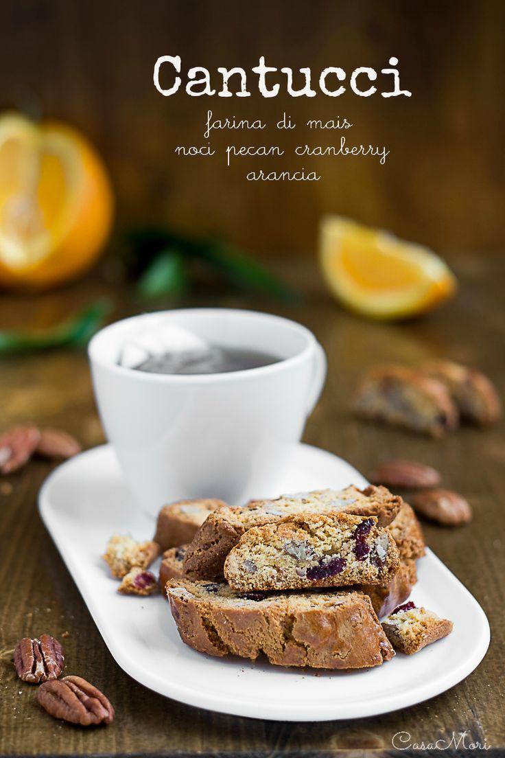 Cantucci all'arancia con farina di mais, noci pecan e mirtilli rossi   food photography