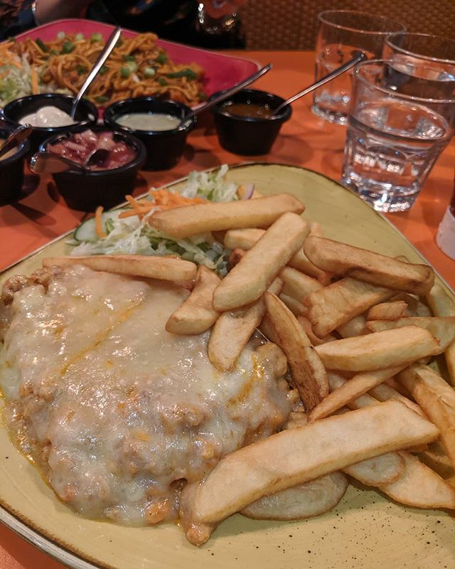 Good Food With Good Friends Really Enjoyed This Yummy Chicken Lasagne At Mylahore In Bradford This Was Recommended To Me In 2020 Halal Recipes Chicken Lasagne Food