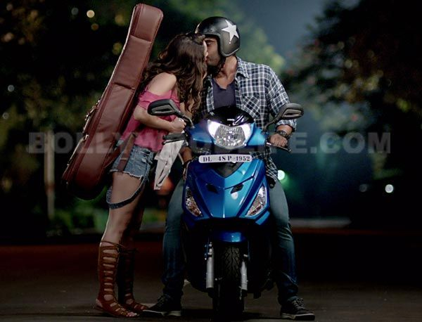 EXCLUSIVE! Half Girlfriend trailer has a full KISS between Shraddha and Arjun Kapoor – view pic #FansnStars