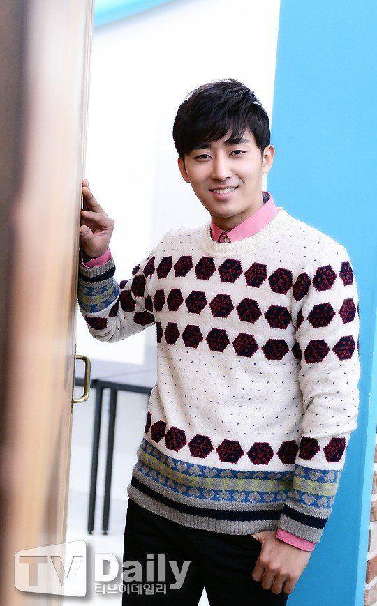 Son Ho Joon | Son Ho Jun | 손호준 | D.O.B 27/6/1984 (Cancer)