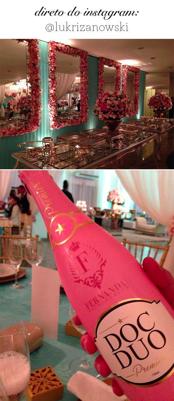 Oi meninas! Não é sempre que postamos Festas de 15 anos aqui no Blog! Mas quando me deparei com as fotos da linda festa da Fernanda, sabia que precisava compartilhar com vocês! A festa foi produzid...