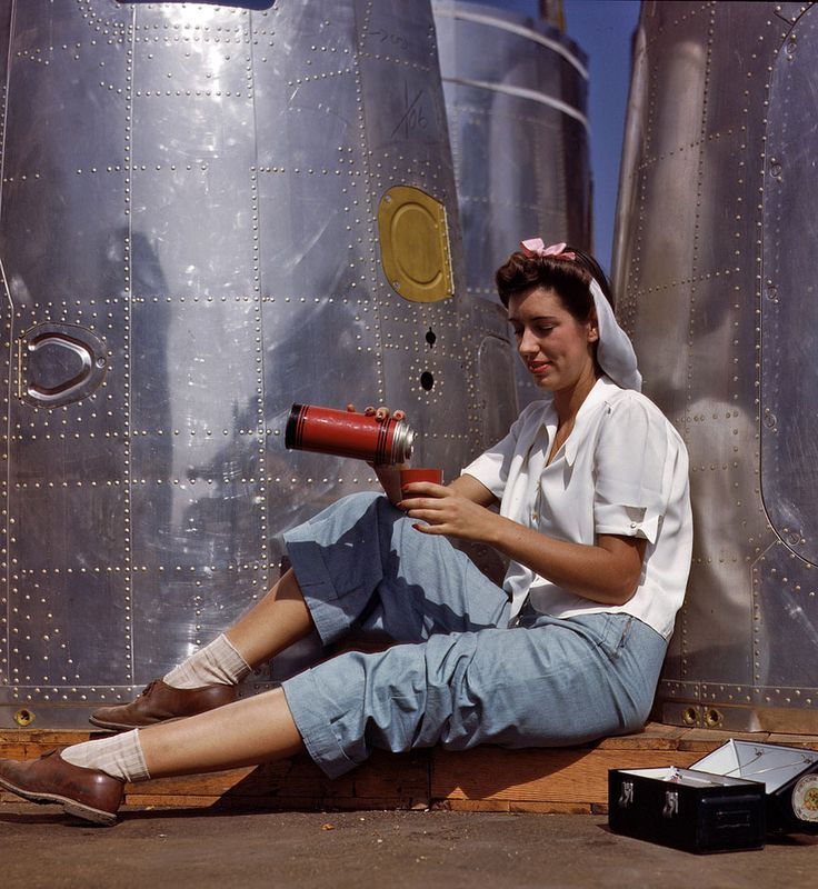 Rare Color Photographs of Women at Work During WW2 | Bored Panda