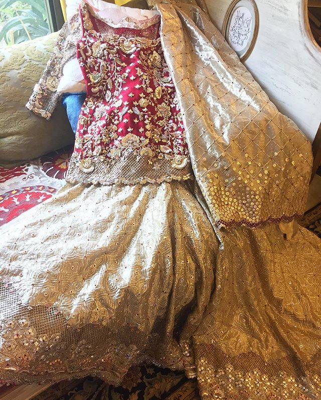 Today we're storming #DeenaRahman's studio. How gorgeous is this bridal ensemble? ✨ @deenarahmanofficial