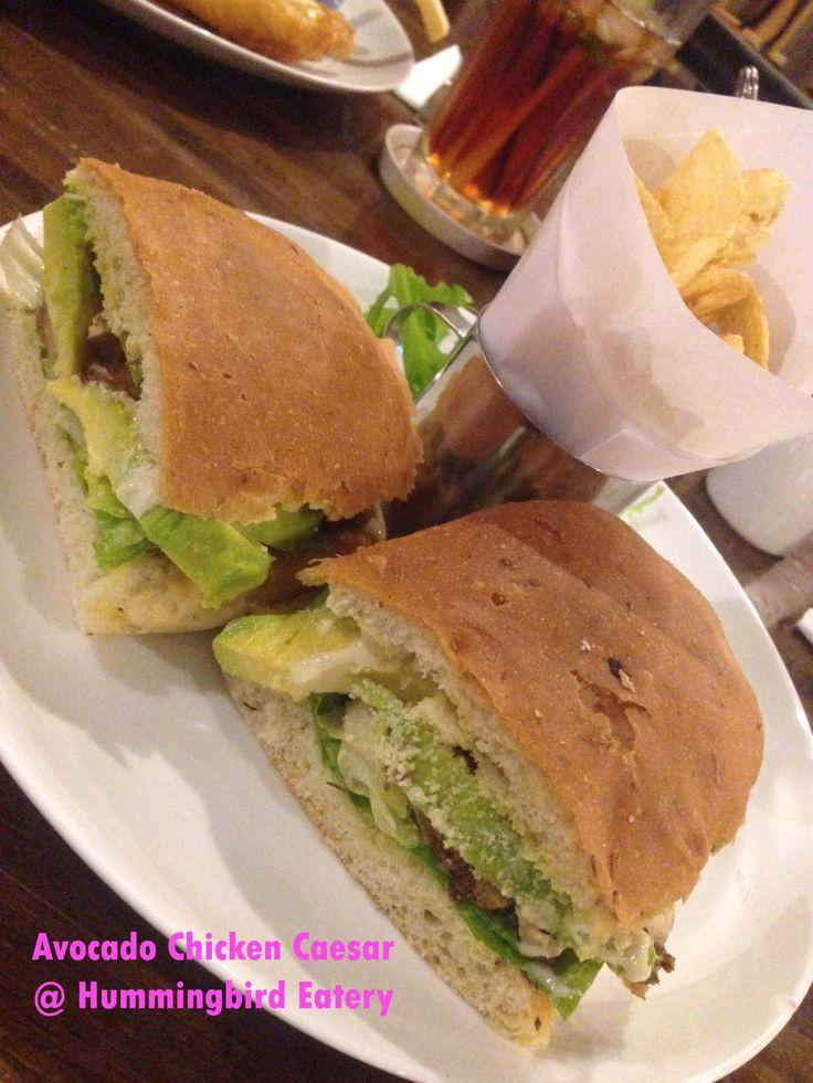 Resto : Hummingbird, Nama : Avocado Chicken Caesar, Harga : IDR 59.500,- Served with : Potato Chips