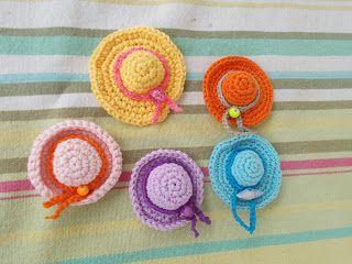free pattern - hat miniature http://www.plektologio.blogspot.gr/