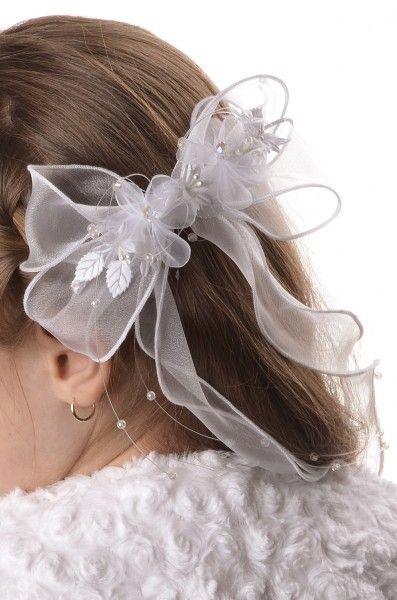Venus: Kokarda komunijna do włosów Kokarda do włosów - będzie atrakcyjnym uzupełnieniem sukieneczki komunijnej lub alby   Najważniejsze cechy prezentowanego wyrobu:   - Kokarda wykonana z organzy i ozdobiona delikatnymi kwiatkami, listkami i koralikami  - Idealnym dopełnieniem fryzury mogą być kwiatki z kokardy, które można dokupić osobno   - Jej piękny biały kolor decyduje o eleganckim wyglądzie