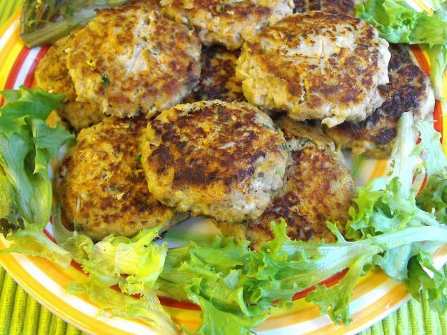 As receitas lá de casa: Hambúrgueres de atum