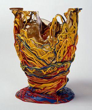 "Gaetano Pesce, Vase Spaghetti 1996 ""Vase Spaghetti"", 1996. Editeur Fish Design (États-Unis). Résine de polyuréthane souple (PU). Hauteur : 34 cm, diamètre : 27 cm. © Gaetano Pesce."