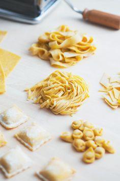 Pasta fresca all'uovo: una delle più antiche tradizioni culinarie del nostro paese. Pronto a mettere le mani in pasta?  [Homemade fresh pasta]
