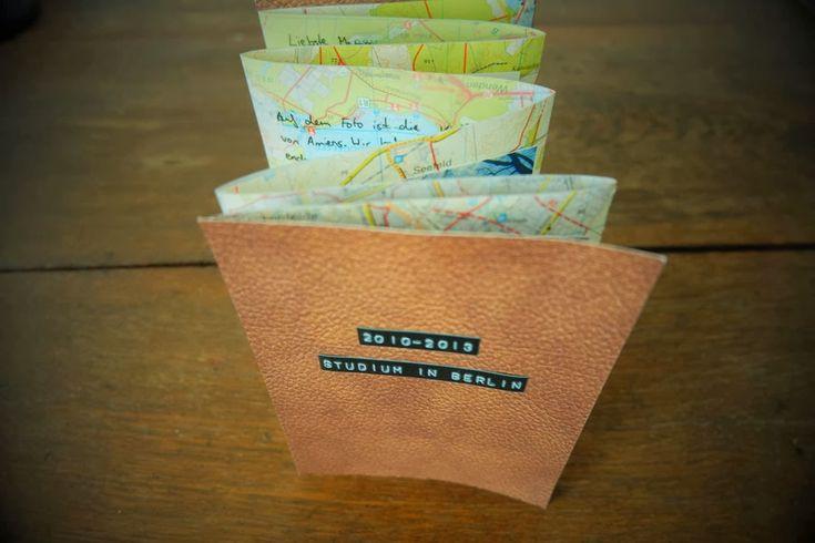 Geschwister Gezwitscher: Ein Leporello mit Fotos als Dankeschön-Karte, folded card with old maps