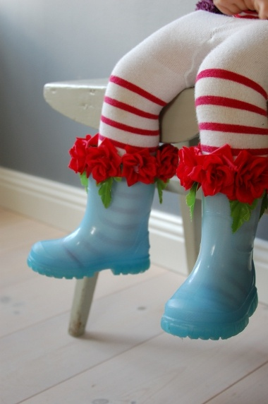 rubber boots.....for little pilgrims of life.....aren't they full of charm!