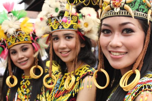 Dayak beauties who performed a traditional dance welcoming the 2011 SEA Games torch