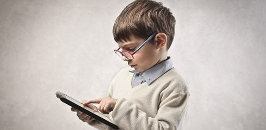 How much time should a child spend in front of a screen? Three activities to leave the cell phone