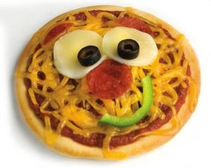 Funny Face Pizza #kids #food I'd love to try this with my little ones.