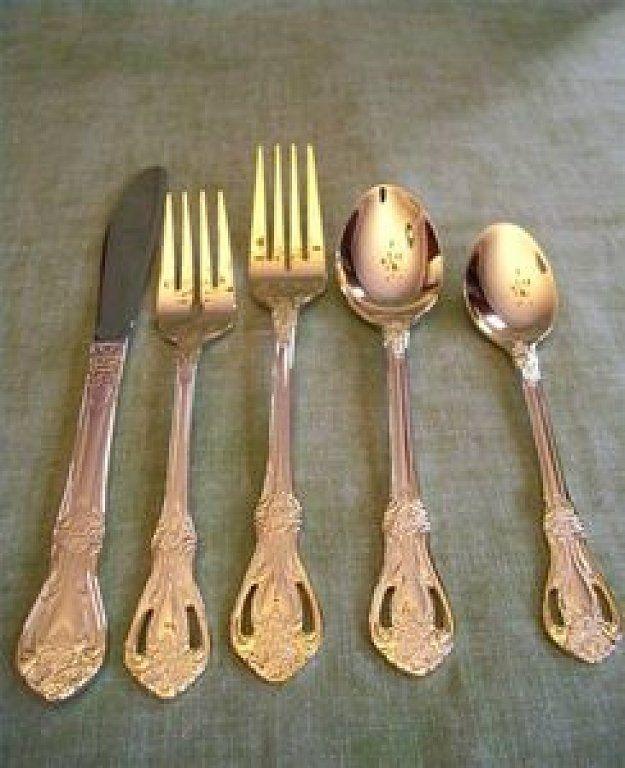 Hay ciertos objetos que nos da miedo limpiar por estropear su valor, pero con estos trucos no debes preocuparte. Oro, plata, vidrio, hierro