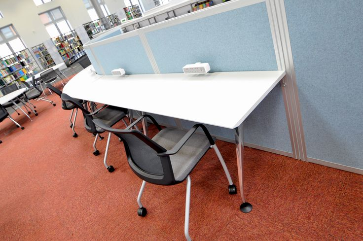 Swansea University: Science & Innovation Bay Campus.  Cove screen system with Workday chairs on casters.
