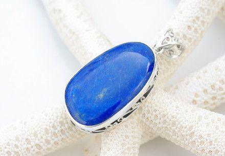 紺青色の黄鉄鉱(パイライト石)がちりばめられたまるで星が夜空にきらめいているような濃いブルーのラピスラズリの大粒ペンダントトップ。ラピスラズリは日本では『瑠璃...|ハンドメイド、手作り、手仕事品の通販・販売・購入ならCreema。