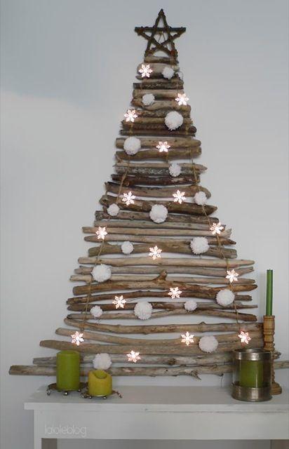 sapin de Noel fait en morceaux de bois