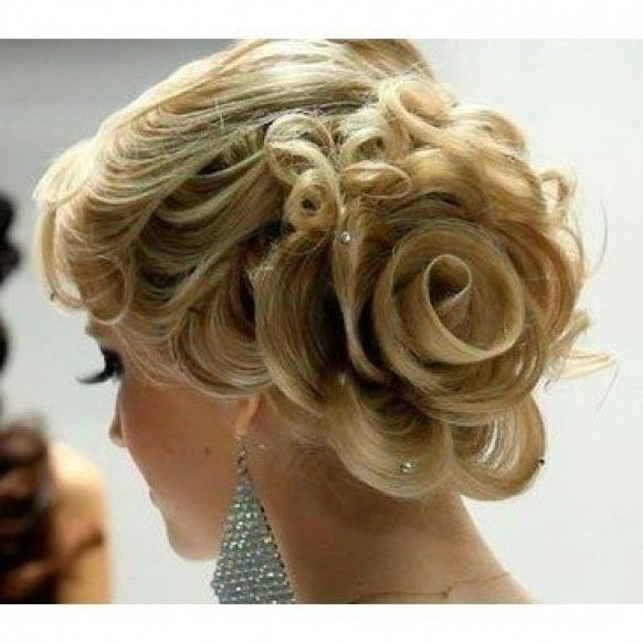 Breathtaking Wedding Rose Side Updo Hairstyle ♥ The Best Wedding Hairstyles   Gul Seklinde Muhtesem Topuz Sac Modeli-- Love it :)