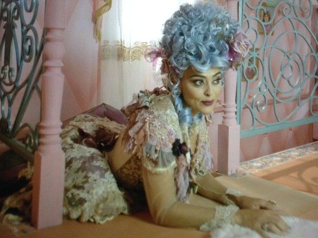 Juliana Paes playing Madame Catarina in the brazilian soap opera Meu Pedacinho de Chão.