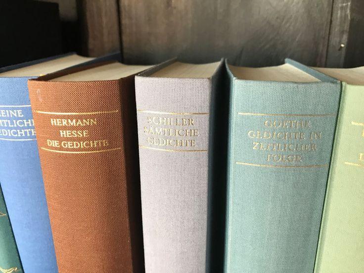 Der Gedichtband. Die Gedichtbände.  Ein Gedichtband ist ein Buch, in dem nur Gedichte stehen. Gedichte sind meist kurz, manche reimen sich.  #vocab #vokabel #deutsch #german #lernen #learn #onewordaday