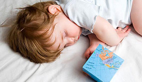 Tronas de viaje ligeras y baratas    http://blog.mundobebes.net/tronas-viaje-ligeras-baratas/#more-3913Baby Lassen, Babykid Stuff, Baby'S Stuff, Baby'S Kids Stuff, Families, Blog, Baby Must Have, Bags, Baby Stuff