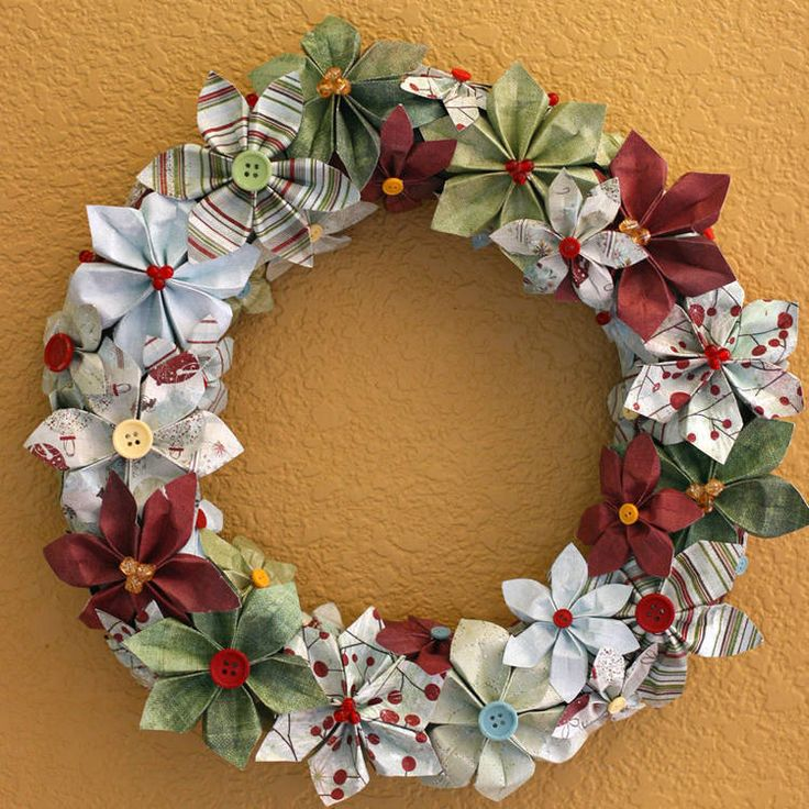 Christmas paper wreath---could use kanzashi flowers instead??