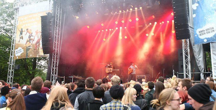 MC Fitti auf dem Campus - MC Fitti, Tonbandgerät und Egotronic treten in diesem Jahr auf dem AStA-Sommerfestival in Paderborn auf. Schon jetzt kannst du dir die Tickets für die Party am 3. Juni sichern. Erfahre hier mehr über das Festival.