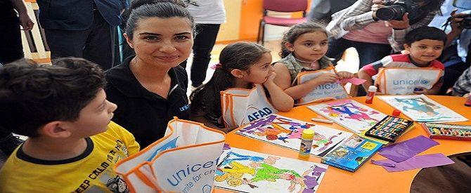 Tuba Büyüküstün 'çocuk haklarını' anlatacak