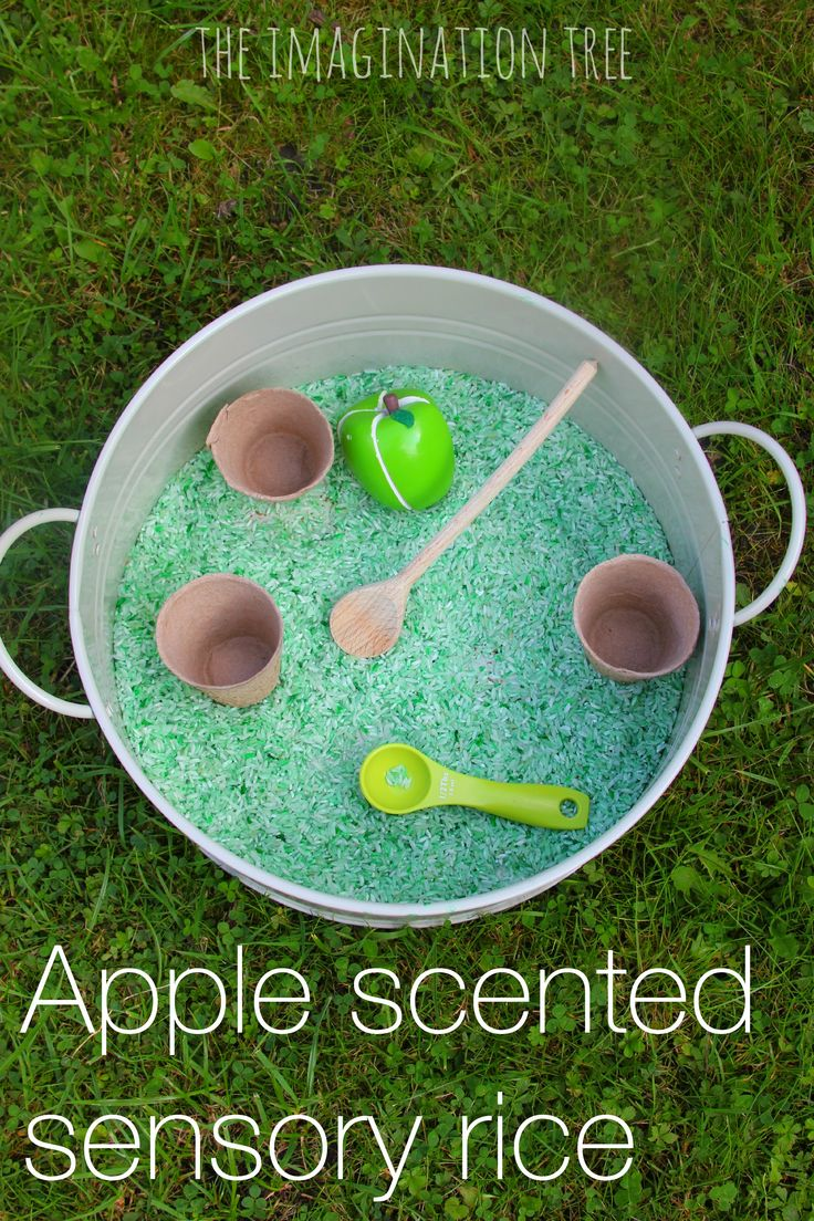 How to make apple cinnamon scented sensory rice for play! Smells wonderful for Autumn