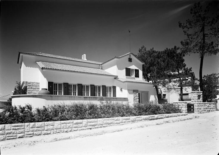 Exterior da Casa Pé de Vento, do pintor Tomás de Mello. Estoril. Fotógrafo…
