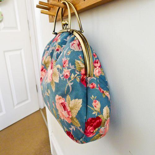 beautiful retro ish (reminds me of my 8th grade Laura Ashley 'prom' dress)  bag from U-Handbag.typepad.com