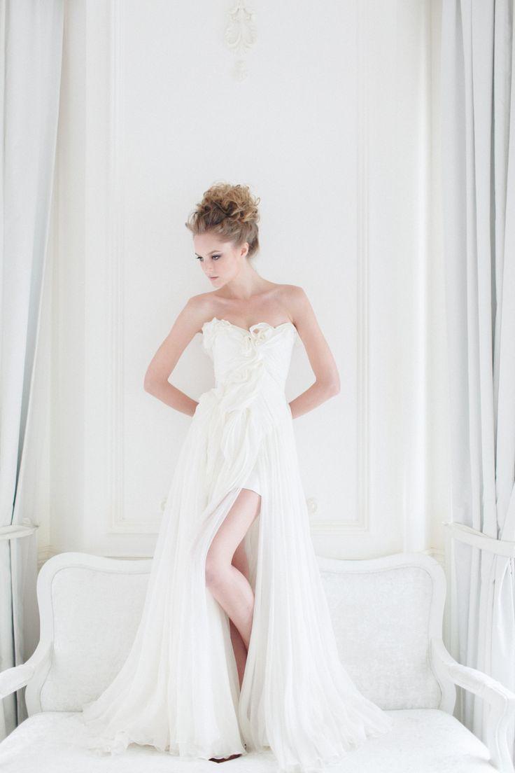 Seahorse gown from Vivian Luk's White Collection #vivianluk #vivianlukatelier #white #bridal