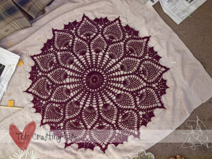Free Crochet Patterns Round Table Toppers : 42 best images about Tablecloths on Pinterest Free ...
