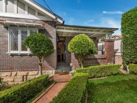 69 Macpherson Street, Mosman sold $1,580,000 3 B/R, 2 bath garage