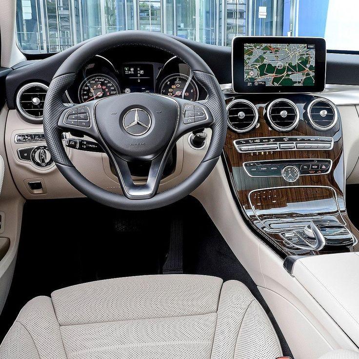 Mercedes-Benz C 300 Estate Avantgarde: nova station no Brasil Marca alemã anuncia chegada da  C 300 Estate Avantgarde ao mercado que agora se torna a única perua da Mercedes no país. A nova versão com motor 2.0 de 245 cv e câmbio automático com nove velocidades substitui o C 180 Estate anteriormente ofertada no país.  A C300 inclui de série  sistema de estacionamento automático com sensores Parktronic (6 traseiros e 6 dianteiros) e  interior com bancos de couro  o do motorista com ajustes…