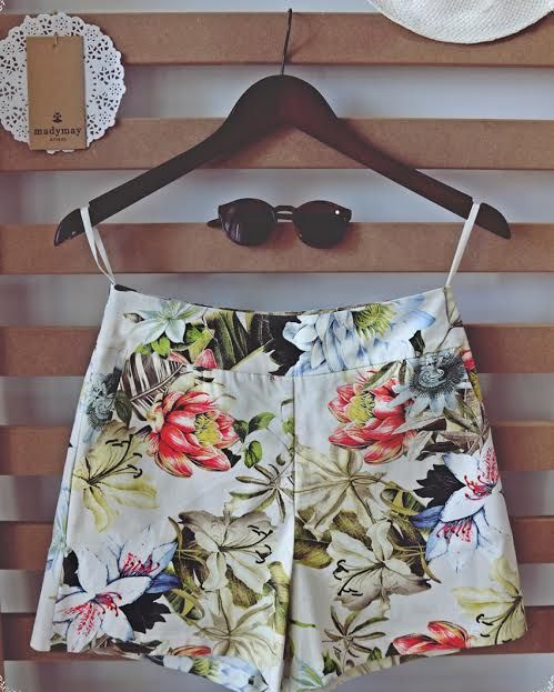 Lovely high waisted floral shorts!