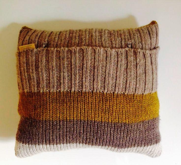 Housse de coussin nordique en tricot esprit scandinave laine et alpaga tricot textiles and html - Coussin nordique ...