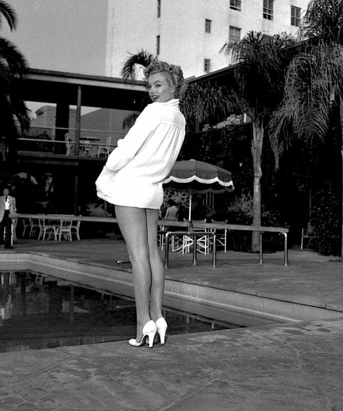 Marilyn at the Roosevelt Hotel, 1952.
