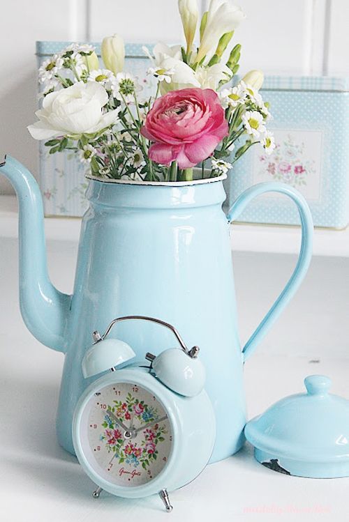 Rosa Rot Shabby Chic Kitchen | Crochet Pot Holders and Greengate Baking Supplies