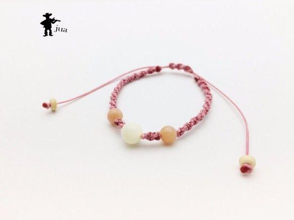 マザーオブパール、ピンクオパール2種類の天然石を桃色のロウ引き紐で編み込んだブレスレットです。マザーオブパール…8ミリ×1個(子宝、...|ハンドメイド、手作り、手仕事品の通販・販売・購入ならCreema。