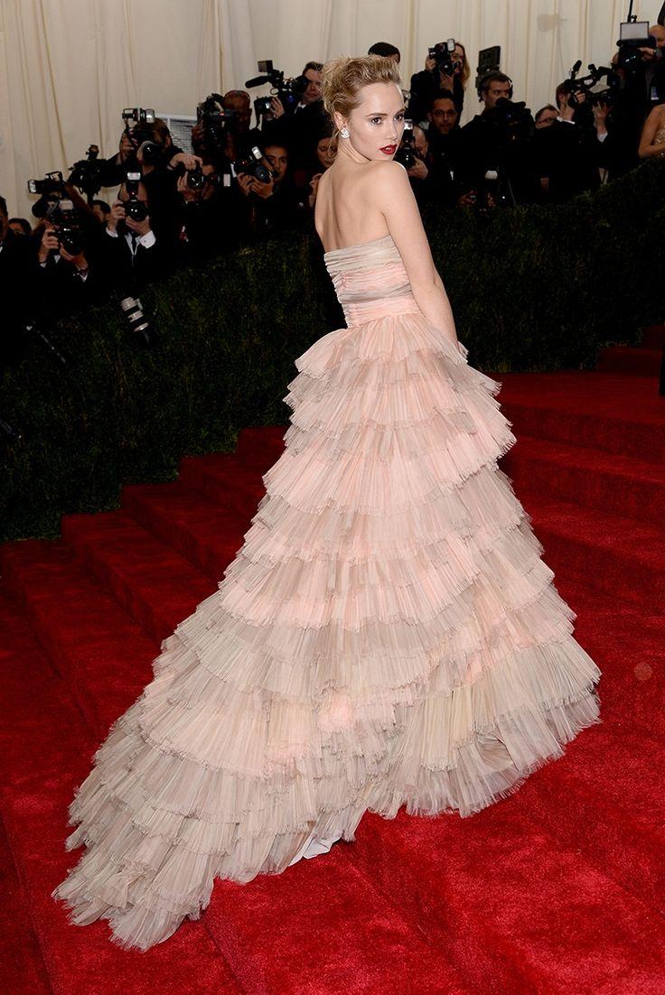 Suki Waterhouse Net Worth Wiki Bio House Dress Height