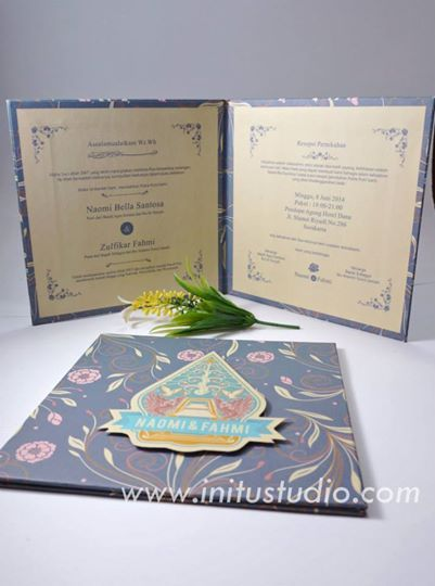 Clasic Hard Cover Pop Up Invitation > http://initustudio.com/undangan-pernikahan-unik-kreatif/