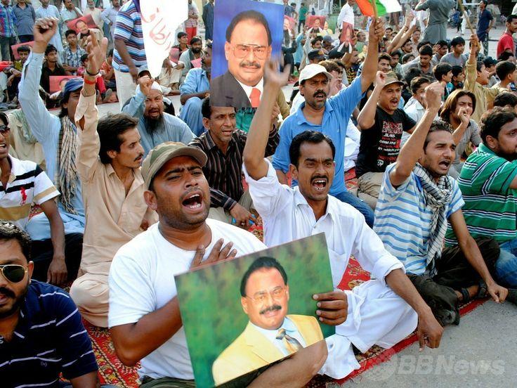 パキスタン・カラチ(Karachi)で、ロンドン(London)で逮捕された野党・統一民族運動(Muttahida Qaumi Movement、MQM)の指導者アルタフ・フセイン(Altaf Hussain)氏の釈放を求める抗議集会に参加する人々(2014年6月3日撮影)。(c)AFP/Rizwan TABASSUM ▼4Jun2014AFP|パキスタン野党指導者、英国で逮捕 地元で大規模な抗議集会 http://www.afpbb.com/articles/-/3016743 #Karachi