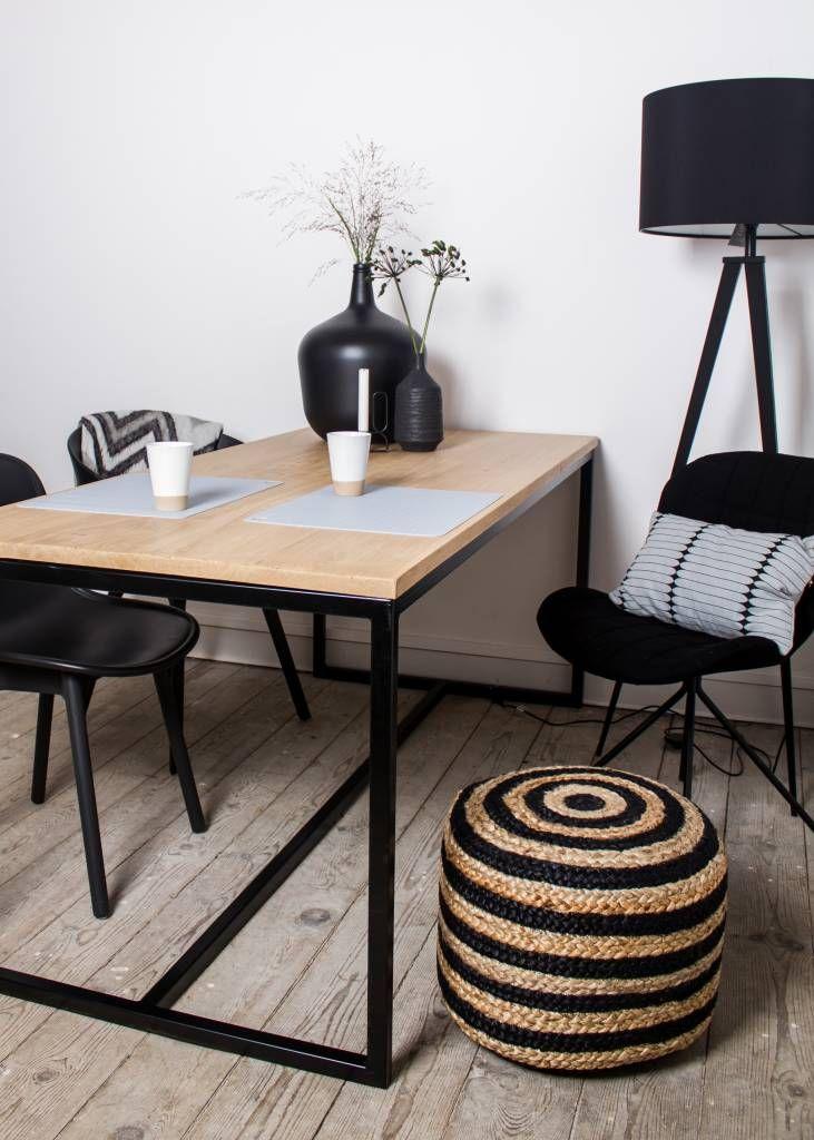 scandinavischer design-tisch mit eichenplatte und untergestell aus, Esstisch ideennn