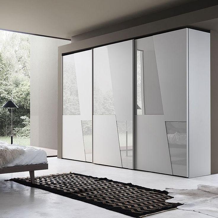 Der Kleiderschrank Von Livitalia Hat Eine Matte Und Glänzende Oberfläche.  #schrank #wardrobe #
