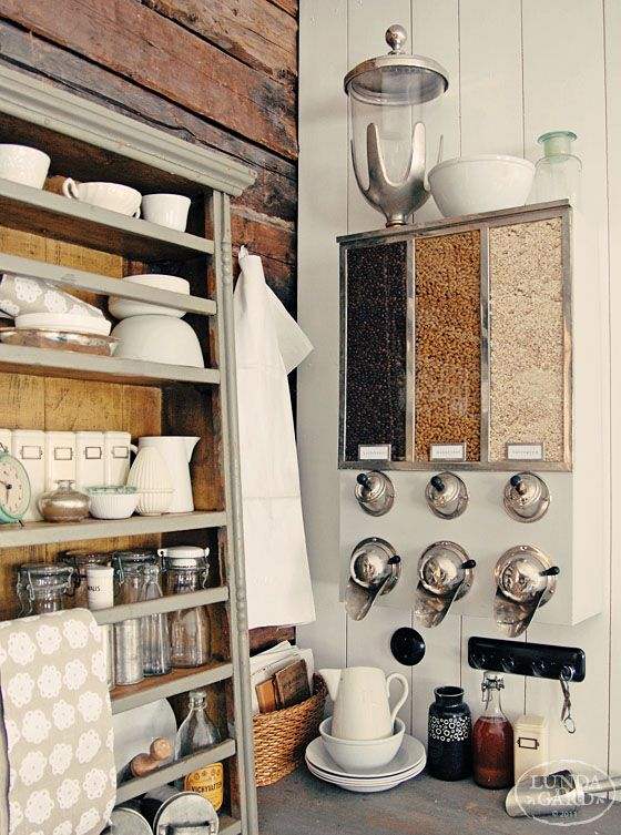 I think this would go good in my new kitchen. I love the shelving!