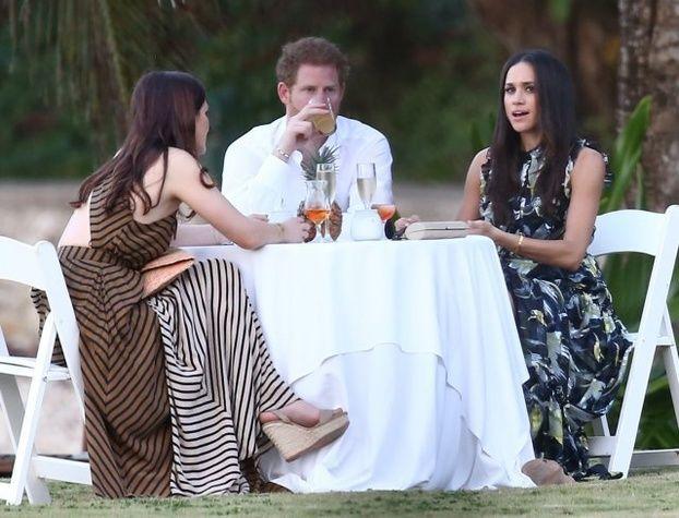 "Prens Harry 'nin sevgilisi Meghan Markle gelinlik aldı  ""Prens Harry 'nin sevgilisi Meghan Markle gelinlik aldı"" http://fmedya.com/prens-harry-nin-sevgilisi-meghan-markle-gelinlik-aldi-h49176.html"