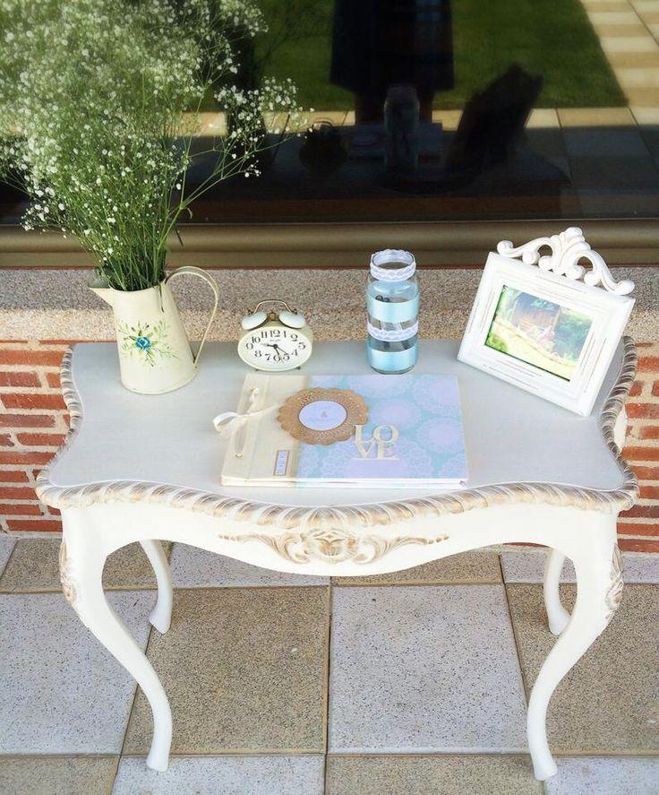 Mesa para el libro de firmas